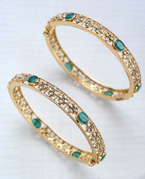 Cute Uncut Diamond with emerald Bangles