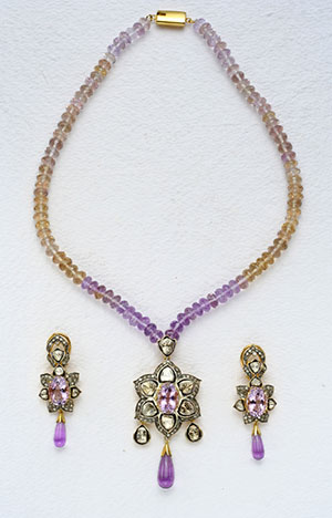 Fashionable Victorian Necklace Set