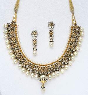 Charming Victorian Necklace Set