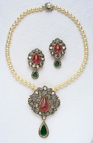 Pearls with Victorian Locket Set