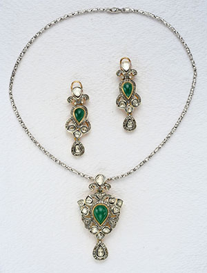 Glittering Victorian Necklace Set
