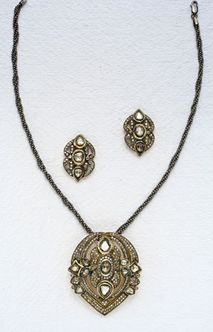 Glamorous  Victorian Necklace Set