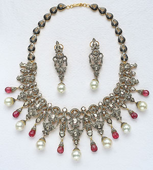 Exotic Victorian Necklace Set