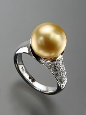 Golden South Sea with Diamond Ring