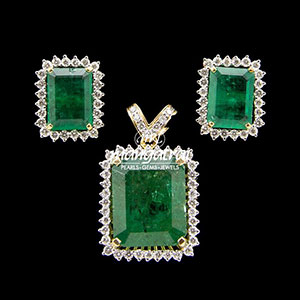 Classic Emerald Diamond Locket Set