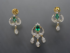 Emerald with  Diamond Locket Set